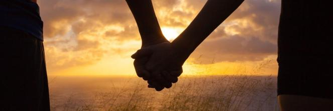 romance-couple-holding-hands-by-water_jpg_1340x450_0_166_6978